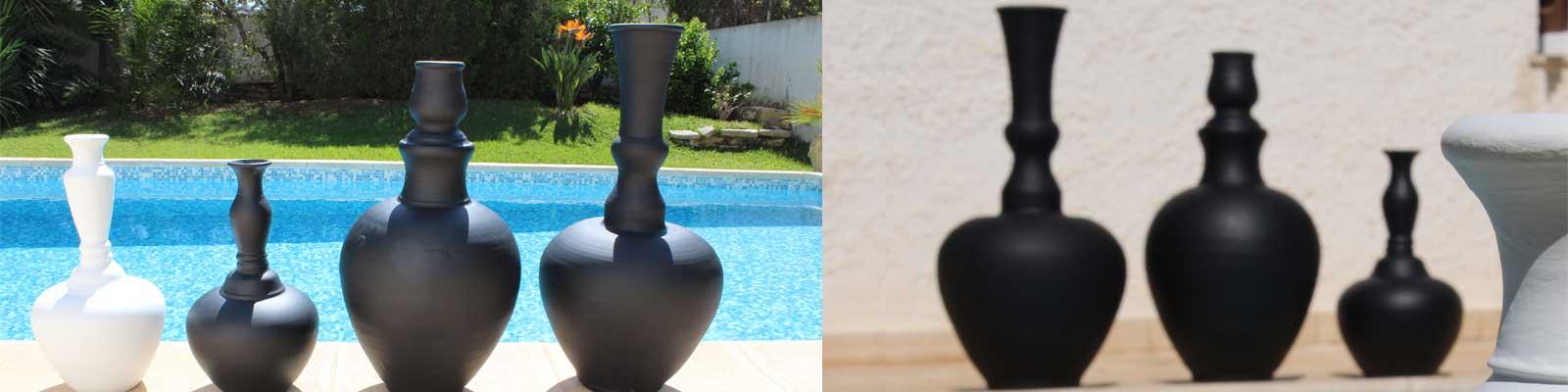 Grands vases noirs ou blancs de Slim