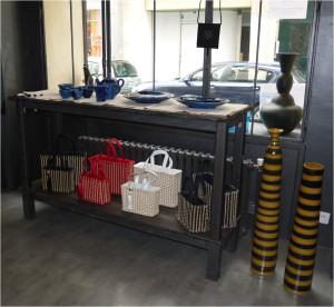sacs à main et vases longs photos boutique éphémère Comptoir Azur Mars 2013