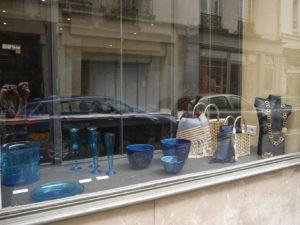 vitrine bleue Boutique éphémère Comptoir Azur