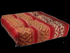 coussin de sol kilim rouge saint valentin cadeau d'artisanat inédit