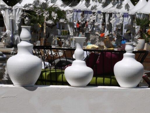 Grand vase blanc terre cuite 7