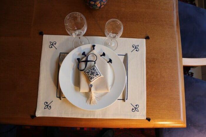 2 sets de table coton brodés lys bleu