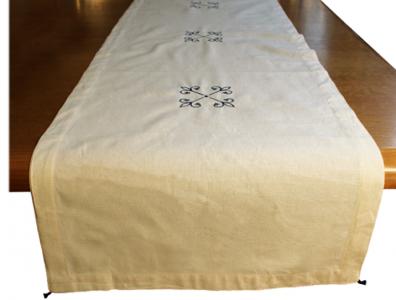 chemin-de-table-coton-brode-lys-bleu