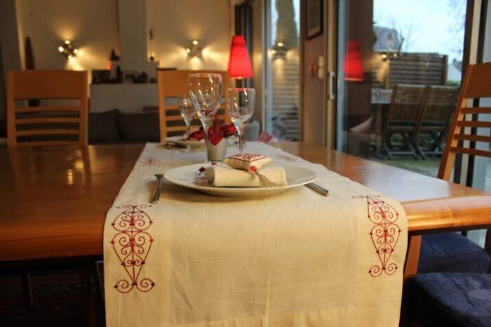 chemin de table coton brodé rouge 2