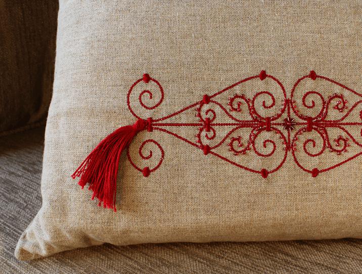 coussin brod rouge en lin objet d 39 artisanat pour la d coration d 39 int rieur. Black Bedroom Furniture Sets. Home Design Ideas