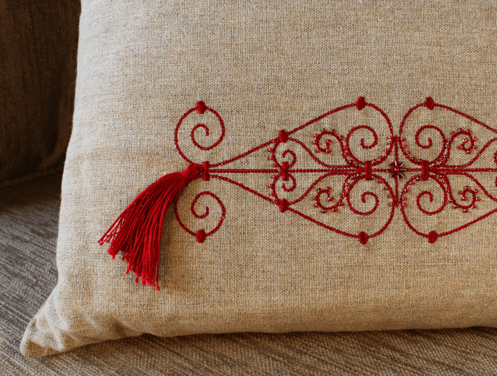 coussin brod rouge en lin objet d 39 artisanat pour la. Black Bedroom Furniture Sets. Home Design Ideas