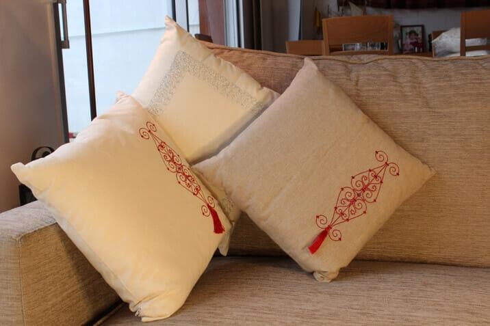 coussin brod en lin produit artisanal. Black Bedroom Furniture Sets. Home Design Ideas