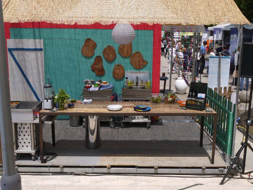 terrasse gourmande coté bois d'olivier Salon Vivre Coté Sud 2013