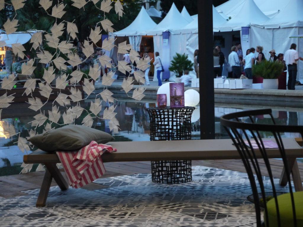 terrasse art de ne rien faire vaisselle en verre soufflé comptoir azur Salon Vivre Côté Sud 2013