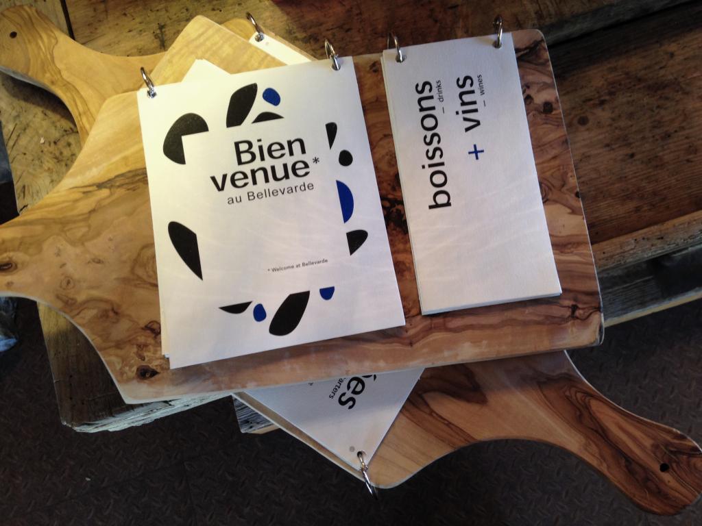 planches empilées en bois d'olivier Bim Studio restaurant le bellevarde témoignage client artisanat d'art