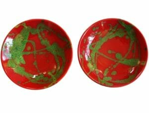 Assiettes creuses rouges et vert, par deux