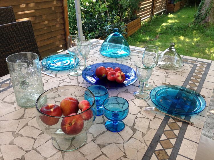 table déco bleu turquoise cloches en verre soufflé