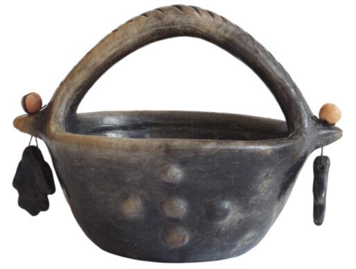 petite corbeille noire en terre cuite de sejnane
