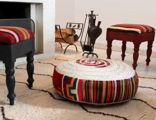 Coussins de sol, tabourets et pouf artisanaux