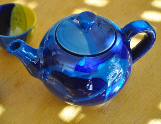 Théières, tasses et sous tasses en céramique