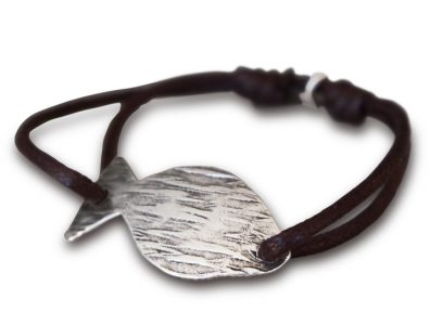 bracelet sur cordon marron poisson