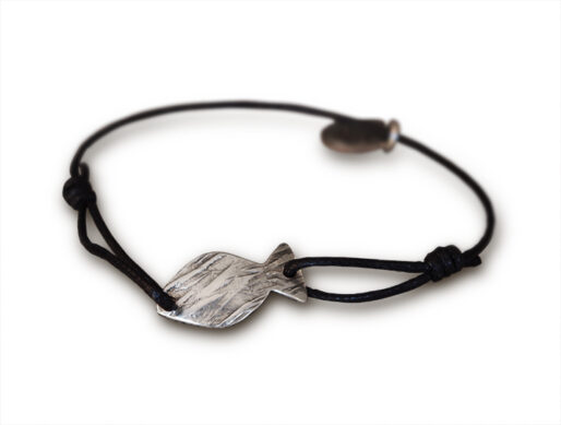 bracelet sur cordon noir poisson argente petit