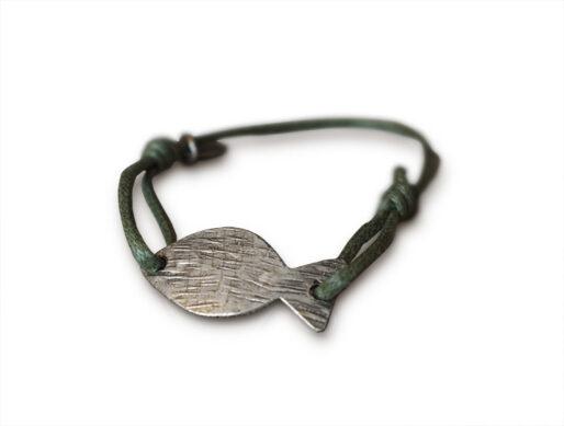 bracelet cordon vert kaki poisson argente