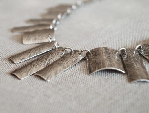 collier fantaisie argenté baguettes