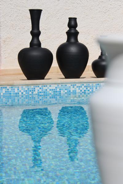 deco-du-jardin-vases-noirs-ou-blancs