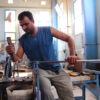 verre-souffle-fabrication-verre-travail-jambe