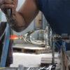verre-souffle-fabrication-verre-travail-jambe
