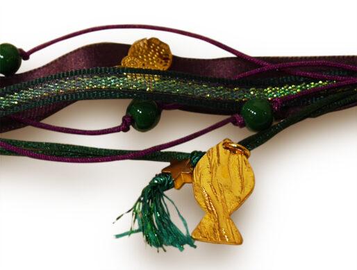 bracelet ruban vert violet poisson dore zoom