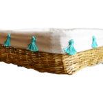 corbeille à fruits tressée pompons bleu turquoise vue de profil