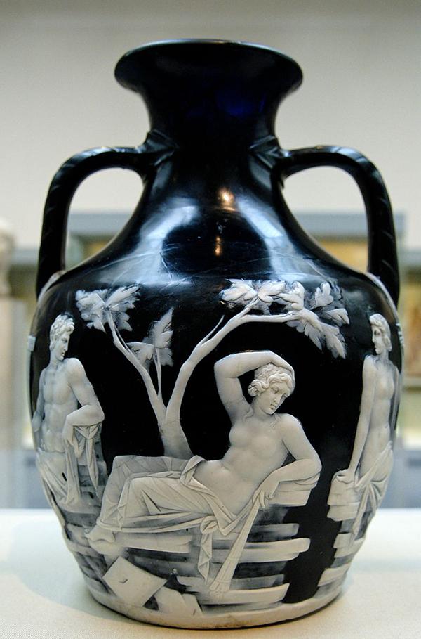 Verre-Souffle-Portland-vase-scene 1